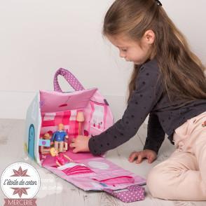 """Kit à coudre """"Ma maison en tissu"""" + figurines"""