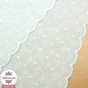 Coton Lisette fleurs brodées - bordures festonnées - Oeko-Tex