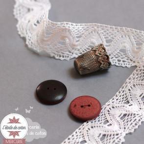 Bouton rouge contour noir
